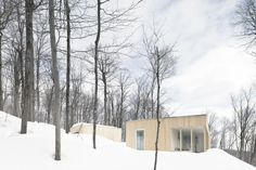 Blue Hills House by la SHED architecture. Blue Hills House is a minimalist house located in Morin-Heights Canada designed by la SHED architecture. La Shed Architecture, Residential Architecture, Wood Design, Modern Design, Concrete Design, Scandinavian Style Home, Blue Hill, Lodge Style, House On A Hill