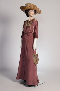 Circa 1911-1912 Day dress from the Sue Ann Genet Costume Collection at Syracuse University.