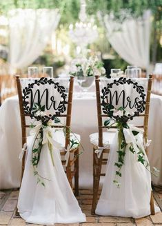 Wedding chair signs Mr and Mrs wedding signs Chair signs Wooden signs Chair Signs Set Wedding Sign Mr and Mrs Sign Bride Groom Signs Chair signs with laurels are the perfect elegant solution for decorating your chair or wedding table. Add that elegant an Wedding Chair Signs, Wooden Wedding Signs, Wedding Chairs, Rustic Wedding, Wooden Signs, Wedding Vintage, Decor Wedding, Garden Wedding, Wedding Backyard