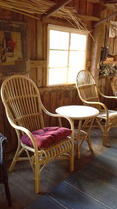 Elimäen korikeskuksen tallimyymälä ja Veera tuolit luonnonvärisenä