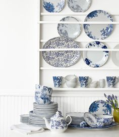 plate rack with blue and white