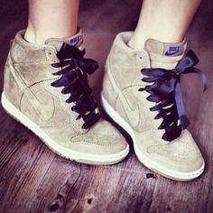 See what Natália Gusmão (nataliagusmao) found on We Heart It, your everyday app to get lost in what you love. Nike Design, Nike Dunks, Nike Shox, Nike Air Max 2012, Nike Wedges, Nike Flyknit Racer, Nike High Tops, Melissa Shoes, Mode Style
