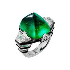 Résonances de Cartier Ring. Platinum with an emerald cabochon of 21.71 cts, diamonds, diamonds and onyx.