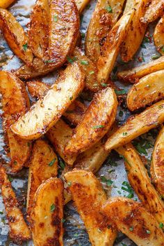 Extra Crispy Baked Garlic Parmesan Potato Wedges Baked Garlic Parmesan Potato Wedges – Crispy on the outside and tender on the inside, these easy baked potato wedges will blow you away with their simplicity and fantastic flavor! A great sid… Parmesan Potato Wedges, Garlic Parmesan Potatoes, Potato Wedges Recipe, Potato Wedges Baked, Baked Garlic, Garlic Butter, Roasted Garlic, Homemade Potato Wedges, Crispy Baked Potatoes