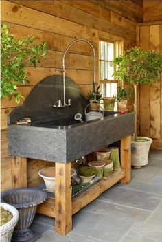 Shed DIY - DIY rangement outils de jardin en 40 solutions astucieuses Now You Can Build ANY Shed In A Weekend Even If You've Zero Woodworking Experience! Shed Organization, Shed Storage, Storage Ideas, Diy Storage, Outdoor Sinks, Outdoor Garden Sink, Garden Table, Greenhouse Shed, Potting Tables