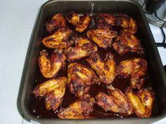 Hozzávalók: • 1 kg csirkeszárny • 1 dl szójaszósz • 4 ek méz • 1 dl ketchhup • 1 tk. curry • 1 csipet csill...