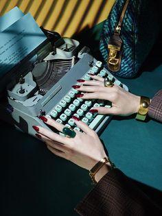 Les dames dactylographes des années 50 et leurs beaux ongles...