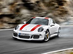 The Porsche 911 is a truly a race car you can drive on the street. It's distinctive Porsche styling is backed up by incredible race car performance. Porsche 356, Porsche Cars, Super Sport, Super Cars, Porsche Modelos, Peugeot, Bentley Continental Gt Speed, Cj Jeep, Automobile