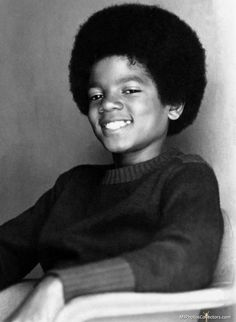 Young Michael Jackson - Future King of Pop The Jackson Five, Jackson Family, Janet Jackson, Young Michael Jackson, Photos Of Michael Jackson, Poses References, The Jacksons, Rock And Roll, Belle Photo