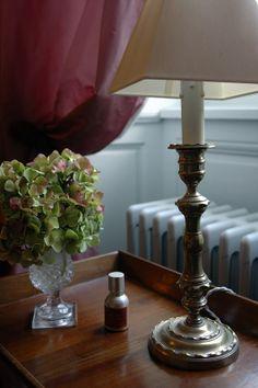Détails décors chambre Mademoiselle Decoration, Villeneuve, Lighting, Mademoiselle, Home Decor, The Mansion, Bedroom, Fall Season, Decor