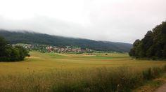 Bei einem schönen Spaziergang konnte man die wolkenverhangenen Berge gut sehen.