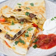 Your weeknight dinner routine just got a little tastier and easier with this delicious fajita quesadilla recipe! Loaded with steak, cheese, sautéd onions and bell peppers these quesadillas will blow your taste buds away! Fajita Quesadilla, Pulled Pork Quesadilla, Quesadilla Recipes, Quesadillas, Lunch Recipes, Mexican Food Recipes, Soup Recipes, Healthy Recipes, Ethnic Recipes