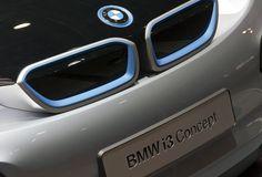 BMW verkauft Fahrzeuge online.  Für mich schon jetzt die Sensation des Jahres. Und ich habe lange drauf gewartet: Bloomberg berichtet, dass BMW die Modelle der i-Serie auch online verkaufen wird.  http://www.blogomotive.com/2012/07/newsflash-bmw-verkauft-fahrzeuge-online/