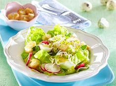 Salát je v teplých dnech ideálním jídlem k obědu i k večeři. Vyzkoušejte recept na netradiční s ředkvičkovými výhonky. Ciabatta, Fresh Rolls, Lettuce, Cabbage, Vegetables, Ethnic Recipes, Cabbages, Vegetable Recipes, Brussels Sprouts