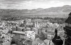 Foto del edificio de Correos en los años 30 del siglo XX Murcia, Paris Skyline, New York Skyline, Dolores Park, Spain, Travel, Sierra, Antique, Passport