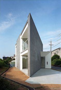 Photo © Kai Nakamura  Here is the latest from Atsushi and Mayumi Kawamoto (mA-style). It's good to know that the recession hasn't stopped them from designing more new houses. ~ Click on each image for larger view. ~ Photo…