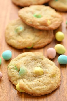 Cadbury Mini Egg Cookies are SO GOOD. They have a soft and buttery texture and the mini eggs make them taste sooooo good! Mini Egg Recipes, Easter Recipes, Baking Recipes, Holiday Recipes, Cookie Recipes, Easter Ideas, Cadbury Recipes, Tuna Recipes, Easter Decor