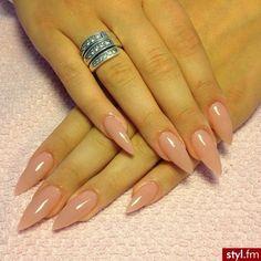 Blush pointed nails<3