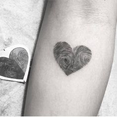 super Ideas tattoo frauen herz fingerabdruck – tattoos for women small Tiny Tattoos For Girls, Tattoos For Daughters, Sister Tattoos, Friend Tattoos, Small Tattoos, Tattoos For Women, Parent Tattoos, Hidden Tattoos, Mother Daughter Tattoos