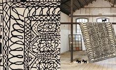 tapis black on white Istanbul  de Xavier Mariscal  1805.00  170*255  meublesetatmosphere.com