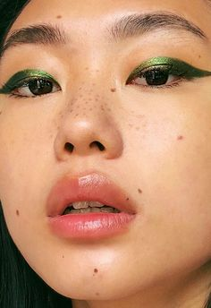 One of the many reasons we love ASOS Germany's Insider Kicki Yang Zhang so much? Her very serious commitment to always trying the best makeup trends on for size. Her latest look? This metallic green moment, worn with a fresh face and peach lips.