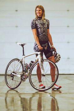 e45bd1ec52c73 Specialized Lululemon 2014. robygully · women s bike apparel