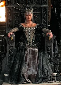 Colleen Atwood's Sweeney Todd Colleen Atwood, Charlize Theron, Dark Queen, Red Queen, Snow White Evil Queen, White Queen, Queen Ravenna, Snowwhite And The Huntsman, Evil Queens