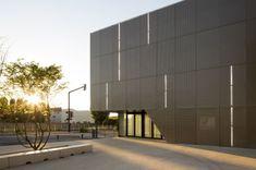 Gimnasio del Colegio Asnières-sur-Seine by Ateliers O-S architectes (Asnières-sur-Seine, France) #architecture