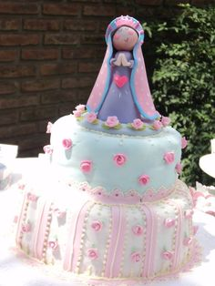 Julie's birthday party Beautiful Cakes, Amazing Cakes, Ideas Bautismo, Communion Decorations, First Communion Cakes, Baptism Party, Little Flowers, Princess Birthday, Cold Porcelain