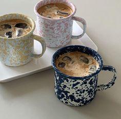 Coffee Love, Coffee Break, Iced Coffee, Coffee Drinks, Coffee Shop, Coffee Mugs, Aesthetic Coffee, Aesthetic Food, Ceramic Pottery
