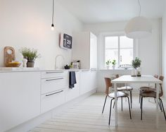 Kitchen:Excellent White Kitchen In Scandinavian Interior Also Wood Plank Floor And Small Dining Set Scandinavian Kitchen design Ideas for Minimalist Looking Kitchen Kitchen Interior, Home Interior Design, Interior Stylist, Modern Interior, Interior Decorating, Kitchen Dining, Kitchen Decor, Kitchen Stuff, Rustic Kitchen