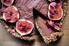 From the sweetness of the figs to the luscious, gooey chocolate, this fig and chocolate tart is guaranteed to be a treat for all the family. Vegan Desserts, Vegan Recipes, Dessert Recipes, Fig Dessert, Puffed Quinoa, Vegan Tarts, Creative Desserts, Cacao Powder, Almond Butter