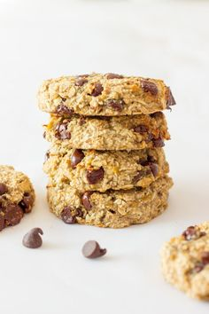 These healthy, chewy and soft 3 ingredient banana oatmeal cookies are ready under 20 minutes . Vegan, Dairy-free, Egg-free and Gluten-free! Banana Oatmeal Cookies, Oatmeal Cookie Recipes, Chocolate Chip Oatmeal, Chocolate Chips, Oatmeal Muffins, Banana Oats, Chocolate Cookies, Healthy Cookies, Yummy Cookies