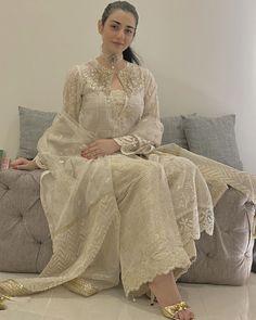 Pakistani Fashion Party Wear, Pakistani Formal Dresses, Pakistani Wedding Outfits, Indian Party Wear, Pakistani Dress Design, Indian Dresses, Indian Outfits, Indian Fashion, Shadi Dresses