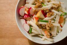 Rettich-Apfel-Salat mit karamellisierten Walnüssen