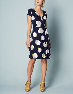 Cute print and style of dress. I like how I can transition it from summer to fall.