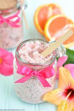 DIY Passion Tea Sugar Scrub recipe - bet this smells divine! Homemade Beauty, Homemade Gifts, Diy Beauty, Fashion Beauty, Sugar Scrub Recipe, Sugar Scrub Diy, Sugar Scrubs, Salt Scrubs, Diy Body Scrub