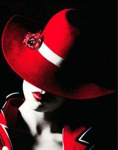 Mujer vestido rojo.