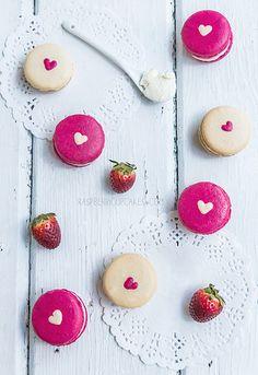 Strawberry Cheesecake and Vanilla Malt macs by raspberri cupcakes