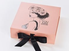 Rose Gold medium gift boxes with changeable ribbon make perfect luxury gift packaging. Ideal bakery boxes for cupcake packaging or wedding and baby keepsake box Large Gift Boxes, Gold Gift Boxes, Jewelry Packaging, Gift Packaging, Packaging Boxes, Clothing Packaging, Packaging Services, Packaging Design, Baby Keepsake