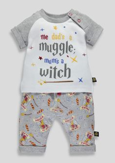 'Me Dad's a Muggle, Mum's a Witch'! How adorable is this Harry Potter Baby Outfit!