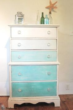 Móveis Reciclados e pintados de Azull