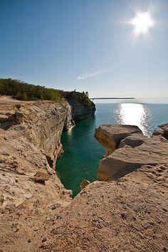 Grand Portal, Pictured Rocks National Lakeshore, USA Michigan Usa, Michigan Travel, Northern Michigan, Pictured Rocks National Lakeshore, Picture Rocks, Upper Peninsula, Mackinac Island, Amazing Adventures, Great Lakes