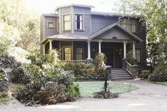 The DiLaurentis house in all its creepy glory! | Pretty Little Liars