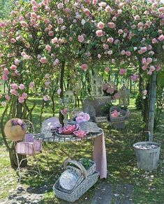 Lovable Shabby Chic Garden Decor 17 Shab Chic Garden For Romantic Feel House Design And Decor - Yard decorating is as much as a form of self-expression as Shabby Chic Outdoor Decor, Beautiful Gardens, Beautiful Flowers, Pretty Roses, Beautiful Things, Beautiful Pictures, The Secret Garden, Garden Cottage, Garden Living