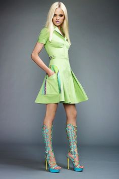 See the complete Versace Resort 2011 collection.