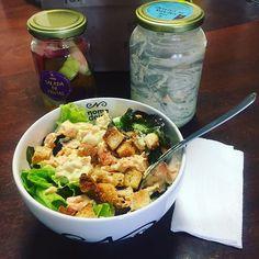 Servidos?  Almoço preparado e entregue pela querida Natália com carinho. #potin #salada #comidasaudavel  #nomedeiro