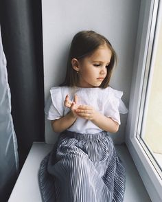 25 Of The Loveliest Girls Names Everyone Is Talking About - 'A name is forever, so we understand why parents desire to give their little girl something that is unique, memorable and beautiful' Source by namidinka - Cute Little Girls Outfits, Little Girl Fashion, Toddler Girl Outfits, Toddler Fashion, Kids Fashion, Little Girl Style, Outfits Niños, Kids Outfits, Lovely Girl Names
