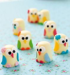 """Too cute! Witte negerzoen-uiltjes. Foto afkomstig uit het Duitse boek """" Suikersnuiten """".   Men neme:  * witte  negerzoenen (ik laat een gr..."""