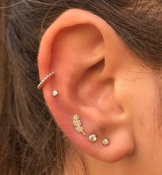 Ear Piercing Ideas For Females Healed double mid helix by myself last year with Leticia Bustos jewelry, and reopened lobes with Leticia Bustos feather and pr. Daith Piercing, Tattoo Und Piercing, Conch Piercing Jewelry, Ear Piercing Names, Septum, Guys Ear Piercings, Ear Peircings, Pretty Ear Piercings, Double Ear Piercings